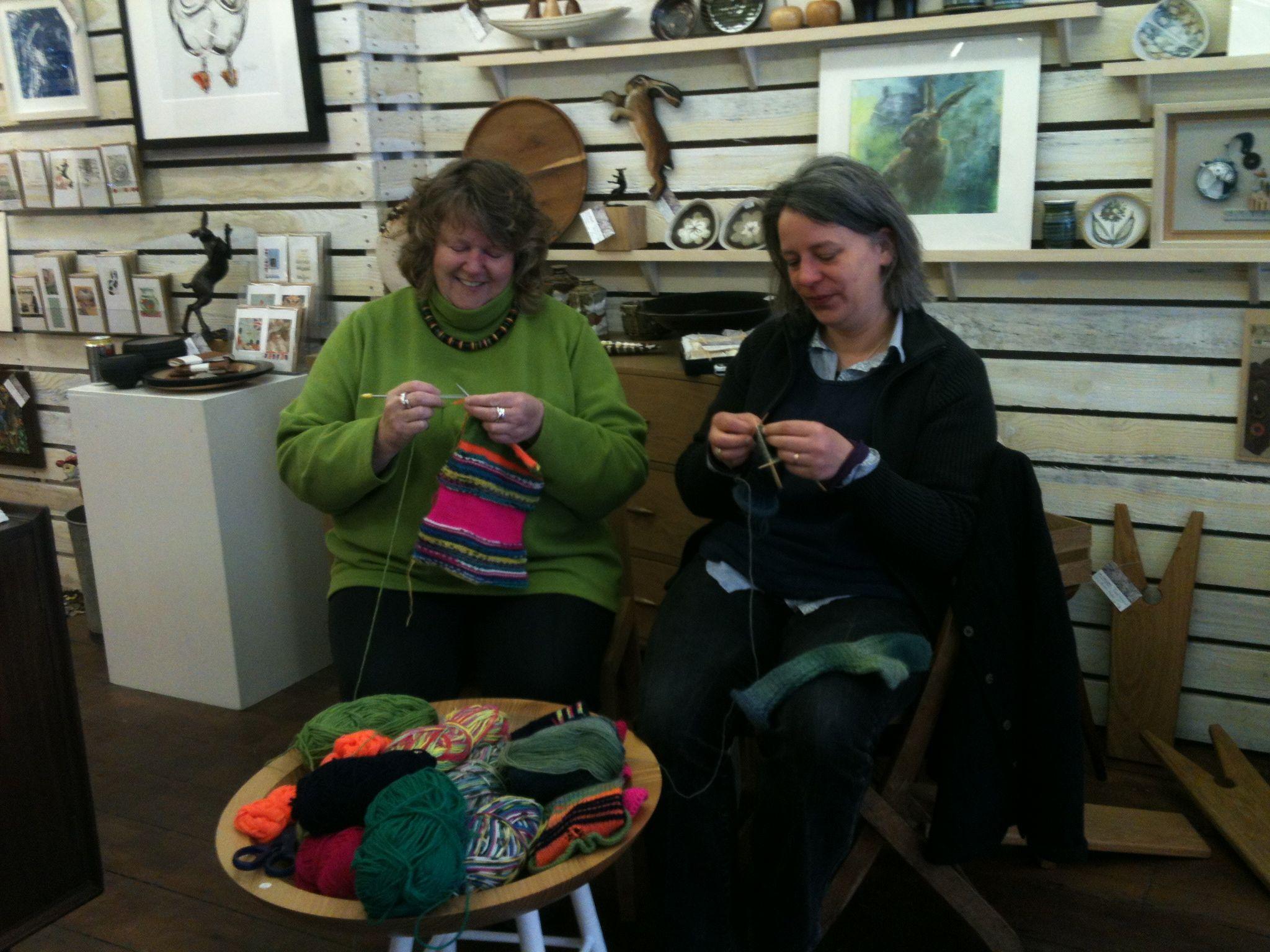 Knitting In Public : Knitting in public castle news